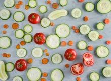 Corte vegetais no fundo de madeira Imagens de Stock Royalty Free