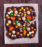 Corteccia della caramella di cioccolato di Halloween, Fotografia Stock Libera da Diritti