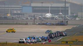 Cortege governamental no aeroporto de Francoforte filme