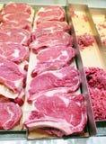 Cortes de carne frescos no carniceiro Imagem de Stock Royalty Free