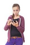 Cortes del adolescente en su teléfono elegante Imágenes de archivo libres de regalías