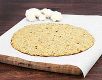 Corteza de la pizza de la coliflor Imágenes de archivo libres de regalías