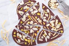 Corteza del chocolate de las almendras, de la cáscara de naranja y de la sal Fotografía de archivo libre de regalías