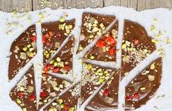Corteza hecha en casa del chocolate fotos de archivo