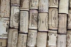 Cortiça do vinho arranjadas nas linhas Imagens de Stock