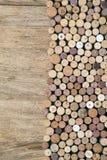 Cortiça do vinho em de madeira fotografia de stock