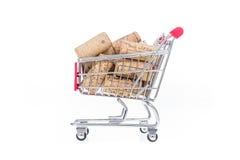 Cortiça no carrinho de compras Imagem conceptual da loja de vinho que vende o vinho Fotos de Stock
