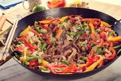 Corti del wok con carne fotografia stock libera da diritti