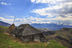 Cortijo de la montaña en primavera foto de archivo libre de regalías
