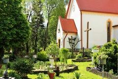 Cortile adorabile della chiesa cattolica Fotografia Stock