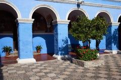 Cortile blu Fotografia Stock