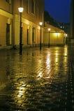 Cortile con le lampade di via alla sera Fotografia Stock Libera da Diritti