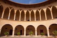 Cortile del castello di Bellver Fotografia Stock
