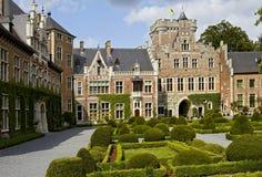 Cortile del castello di Gaasbeek immagini stock