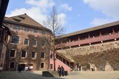 Cortile del castello di Kaiserburg a Norimberga fotografia stock libera da diritti