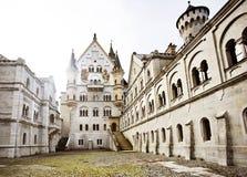 Cortile del castello di Neuschwanstein Immagini Stock Libere da Diritti