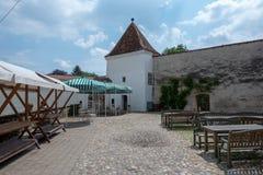 Cortile del castello in Slovenska Bistrica Immagini Stock