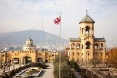 Cortile della cattedrale della trinità santa a Tbilisi, Georgia, gennaio 2019 fotografie stock