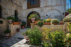 Cortile della chiesa di greco antico Fotografia Stock