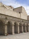 Cortile della chiesa nel Perù fotografia stock