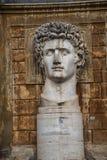 Cortile della Pigna 康斯坦丁头在梵蒂冈博物馆的庭院里在罗马意大利 免版税库存照片