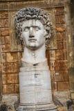 Cortile della Pigna 康斯坦丁头在梵蒂冈博物馆的庭院里在罗马意大利 库存图片