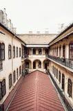 Cortile di vecchia costruzione nel centro storico di Budapest, Hungar Fotografie Stock