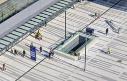 Cortile esterno di nuova stazione ferroviaria principale viennese Fotografia Stock Libera da Diritti