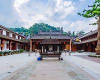 Cortile interno del tempio buddista di Fajing, Hangzhou, Cina fotografia stock
