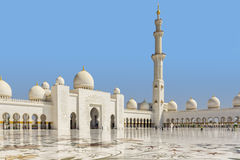 Cortile interno della moschea zayed sceicco fotografia stock libera da diritti