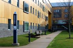 Cortile sulla città universitaria dell'istituto universitario Fotografia Stock
