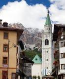 Cortina δ Ampezzo, ξενοδοχεία και εκκλησία, Gruppo Tofana Στοκ φωτογραφίες με δικαίωμα ελεύθερης χρήσης