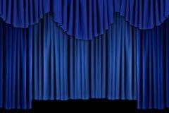 A cortina azul brilhante drapeja o fundo ilustração stock