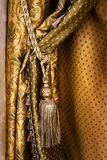 Cortina com um ornamento Imagens de Stock Royalty Free