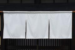 Cortina-como la tela que cuelga delante de restaurantes japoneses tradicionales imagen de archivo libre de regalías
