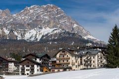CORTINA D'AMPEZZO, VENETO/ITALY - 27. MÄRZ: Ansicht von Cortina d'A Lizenzfreie Stockfotografie