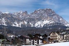 CORTINA D'AMPEZZO, VENETO/ITALY - 27. MÄRZ: Ansicht von Cortina d'A Lizenzfreie Stockbilder