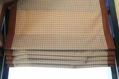 Cortina de la tela de la tela escocesa. Foto de archivo libre de regalías