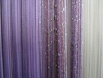 Cortina del color púrpura y blanco Imagen de archivo