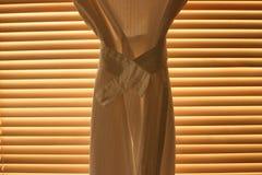 Cortina delante de persianas Imagen de archivo