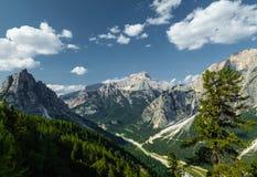 Cortina di A'mpezzo e montagne Fotografia Stock Libera da Diritti