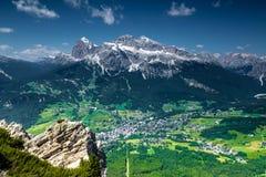 Cortina di A'mpezzo y montañas Imagen de archivo