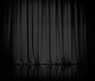 A cortina ou drapeja o fundo preto do teatro Fotografia de Stock