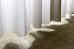 Cortina, pañería, purdah, guardamalleta, valencia, valencia, sol, luz, sombra, sombras, alfombra, curvas imagen de archivo