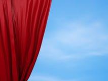 Cortina roja de apertura Concepto libre Imagen de archivo libre de regalías