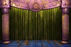 Cortina verde de la tela en etapa Foto de archivo libre de regalías