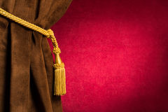 Cortina vermelha e marrom do teatro Imagens de Stock Royalty Free