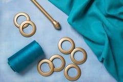 Cortinas de costura con los anillos fotografía de archivo