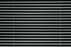 Cortinas de janela fechados plásticas na sala fotos de stock royalty free