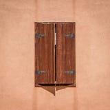 Cortinas de janela tradicionais na cidade histórica de Nin, Croácia Imagem de Stock